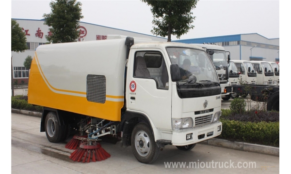 Road sweeping truck