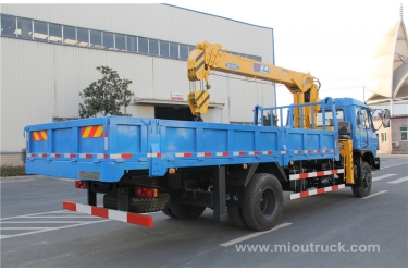 8tons truck mounted crane Leading Brand  Dongfeng 4x2 with good price China manufacturers