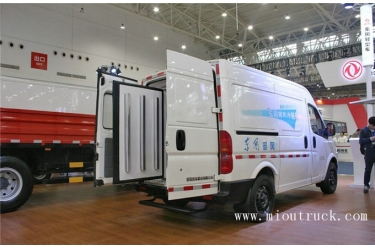 DongFeng YuFeng 136 hp 4X2 refrigerated trucks