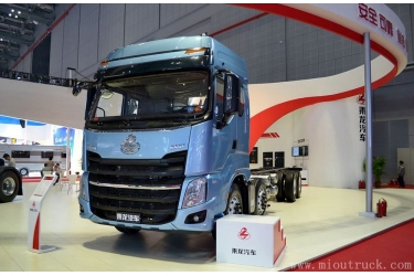 Dongfeng chenglong H7 8*4  320HP Tractor Truck