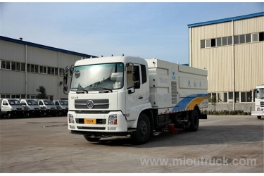 Low price with good performance Dongfeng brand GW 12495kg road sweeping vehicle with wash function