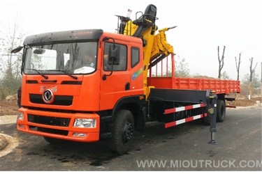 The new Dongfeng 12 tons Crane  6*4