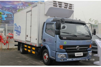 China Dongfeng 115 hp 4X2 refrigerated cold room van truck factory